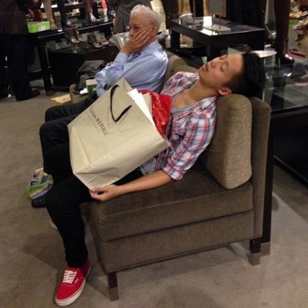 when_men_go_shopping_with_women_640_34