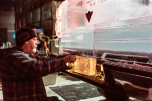 Chevy Pickup Truck Made Of Ice (17 photos) 4
