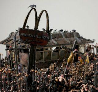 Hellscape McDonalds (13 photos)