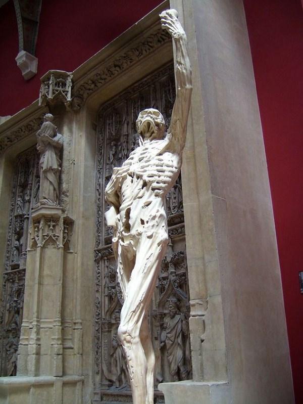 bizarre-wtf-statues (1)