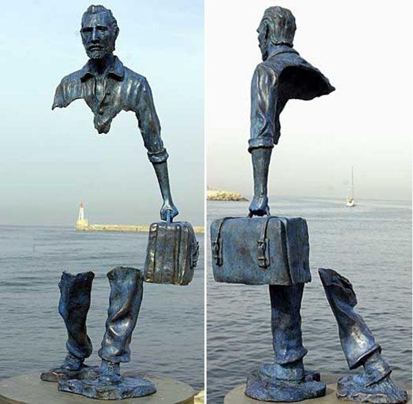 bizarre-wtf-statues (14)