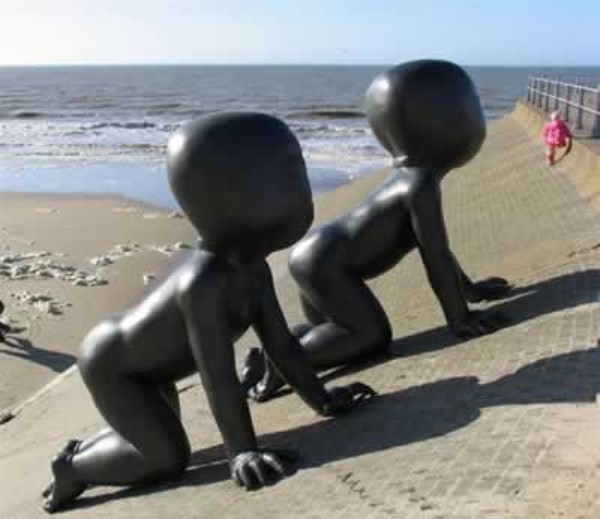 bizarre-wtf-statues (18)