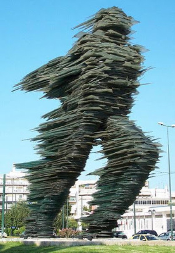 bizarre-wtf-statues (24)