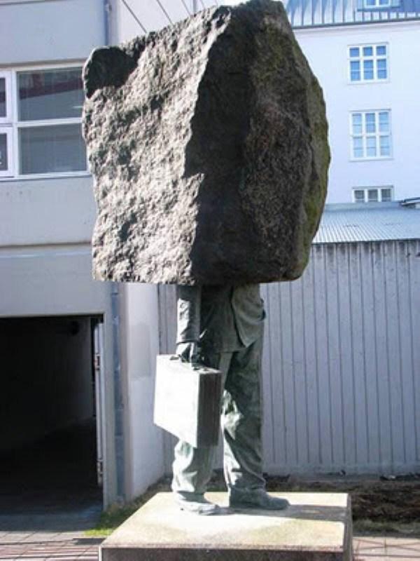 bizarre-wtf-statues (25)