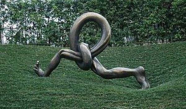 bizarre-wtf-statues (32)
