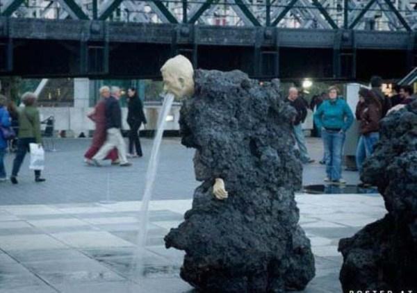 bizarre-wtf-statues (36)