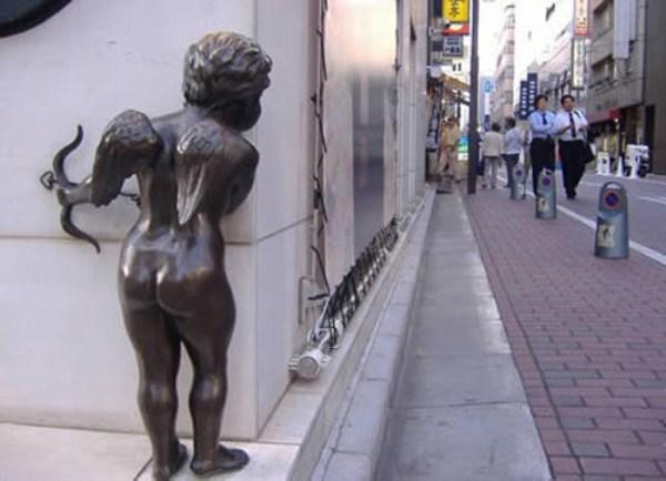 bizarre-wtf-statues (48)