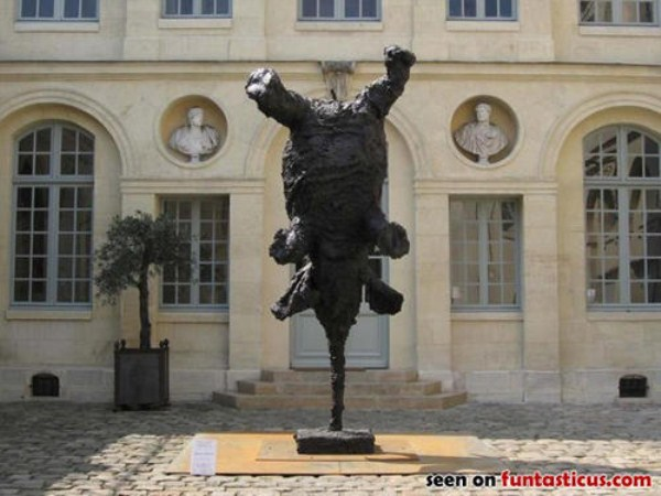 bizarre-wtf-statues (50)