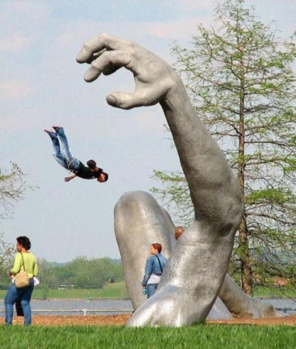 bizarre-wtf-statues (55)