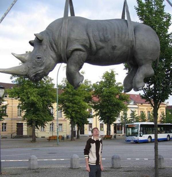 bizarre-wtf-statues (60)