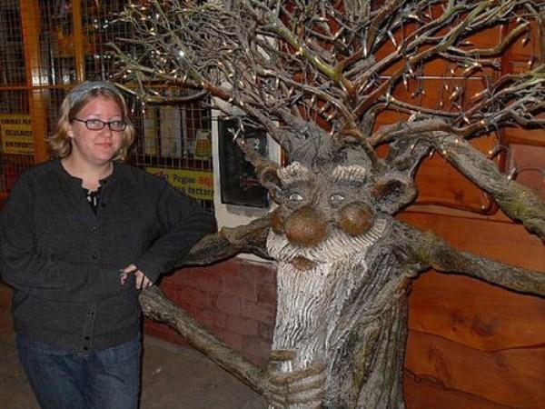 bizarre-wtf-statues (63)
