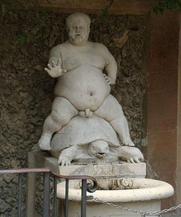 bizarre-wtf-statues (65)