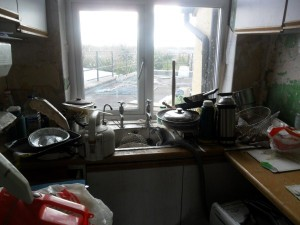 Inside an Extremely Dirty Apartment (21 photos) 10