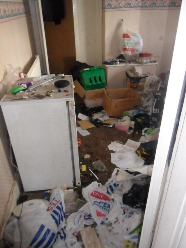 messiest-apartmnet (12)