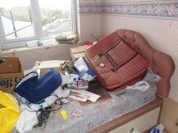 messiest-apartmnet (13)