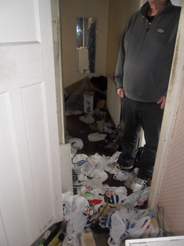 messiest-apartmnet (14)