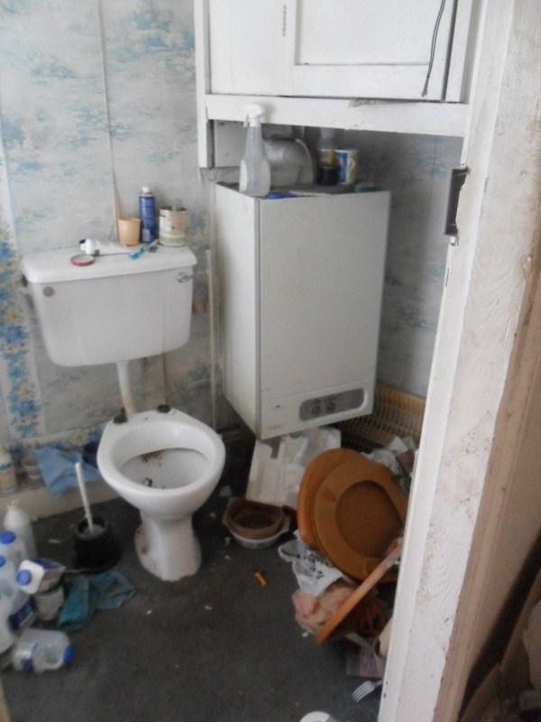 messiest-apartmnet (18)