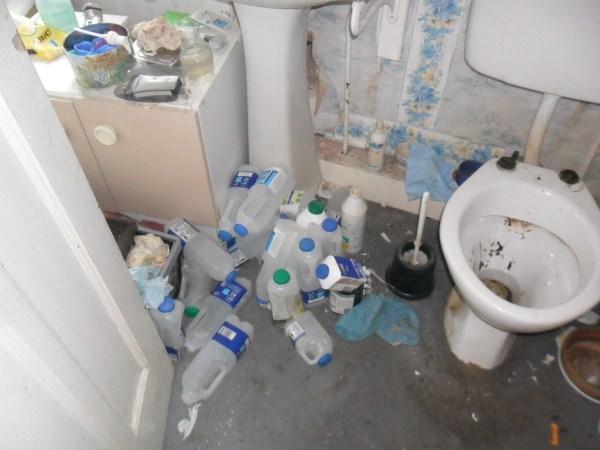 messiest-apartmnet (19)