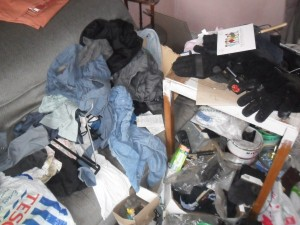Inside an Extremely Dirty Apartment (21 photos) 7