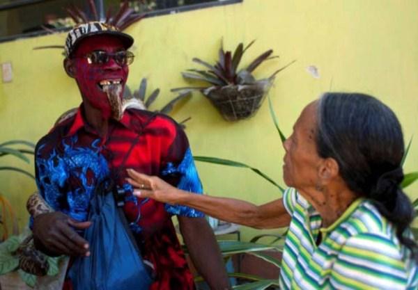 Snake-handler-Saintilus-Resilus-haiti (12)