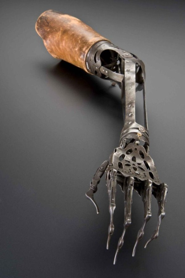 artificial-arm-from-the-past-1