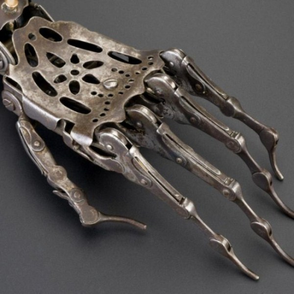 artificial-arm-from-the-past-2