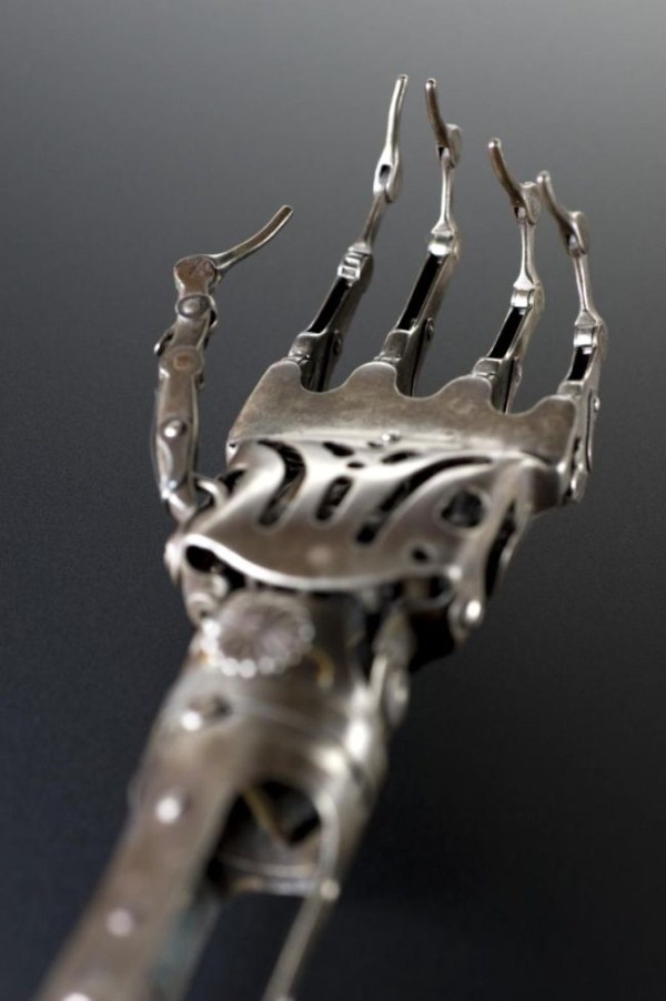 artificial-arm-from-the-past-3
