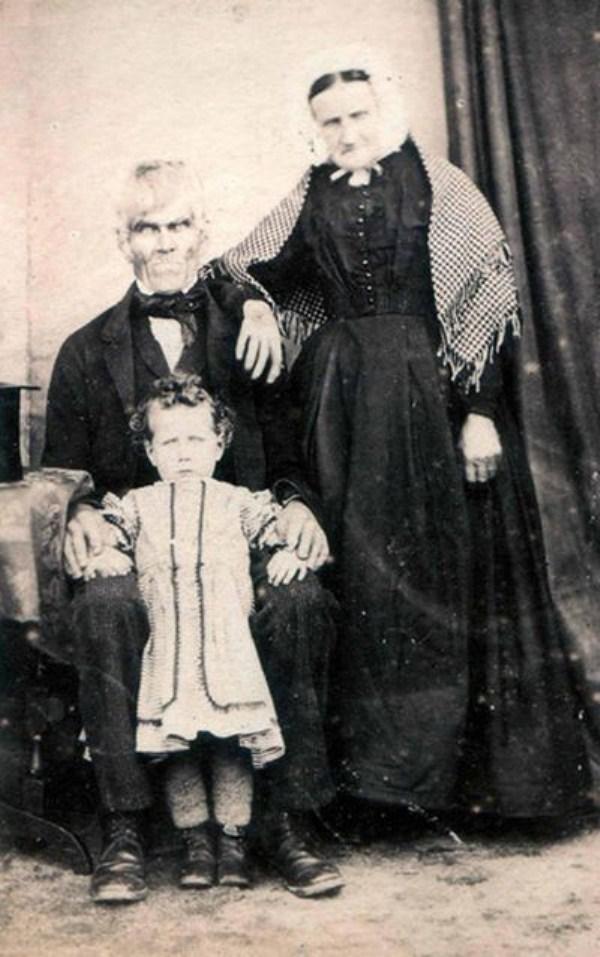 creepy-bizarre-images (38)