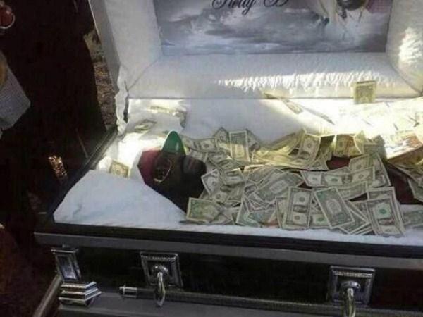 odd-funeral-photos (10)