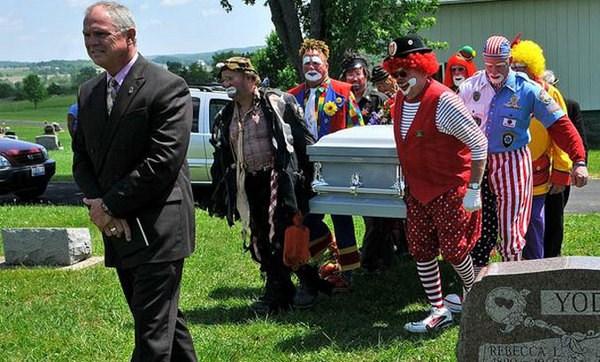 odd-funeral-photos (2)