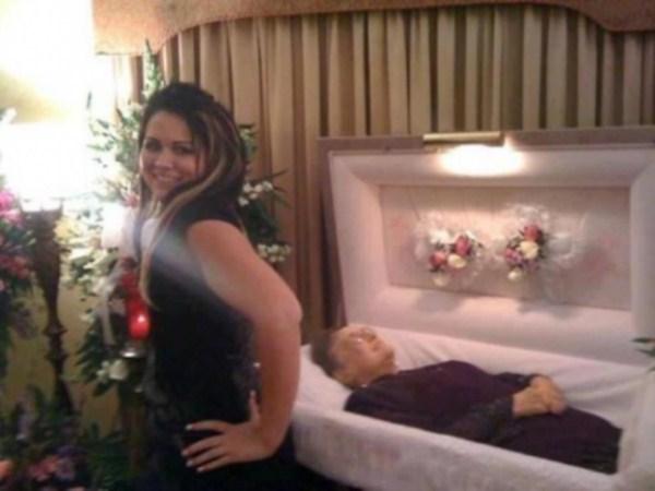 odd-funeral-photos (3)