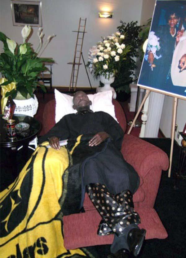 odd-funeral-photos (6)