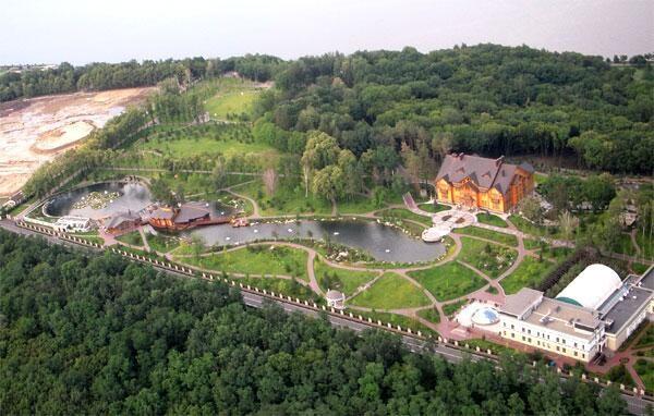 Viktor Yanukovych's Abandoned Residence (40 photos) 1