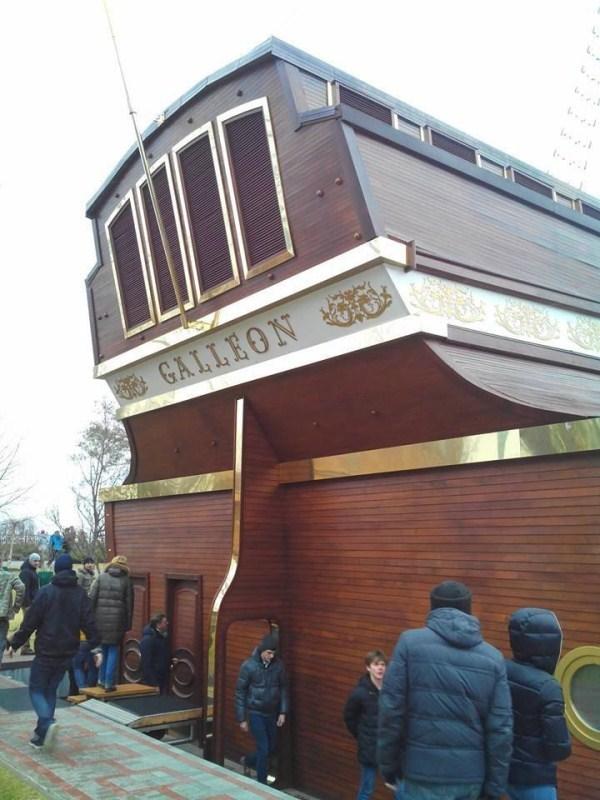 viktor yanukovych residence 12 Viktor Yanukovychs Abandoned Residence (40 photos)