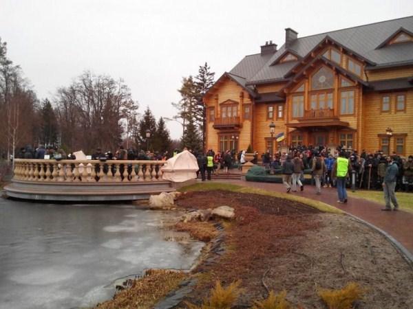 viktor yanukovych residence 2 Viktor Yanukovychs Abandoned Residence (40 photos)