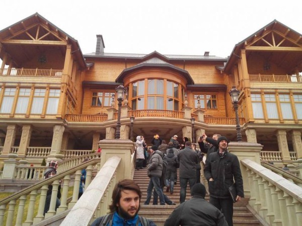 viktor yanukovych residence 4 pictures