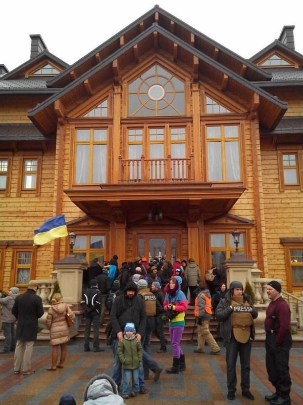 viktor yanukovych residence 7 pictures