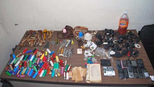 illegal-things-found-in-prisons (6)