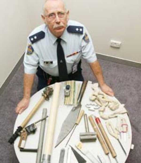 illegal-things-found-in-prisons (7)