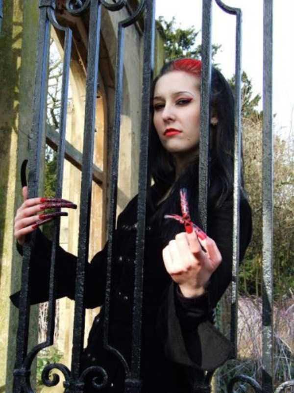 Women With Insanely Long Nails (50 photos)