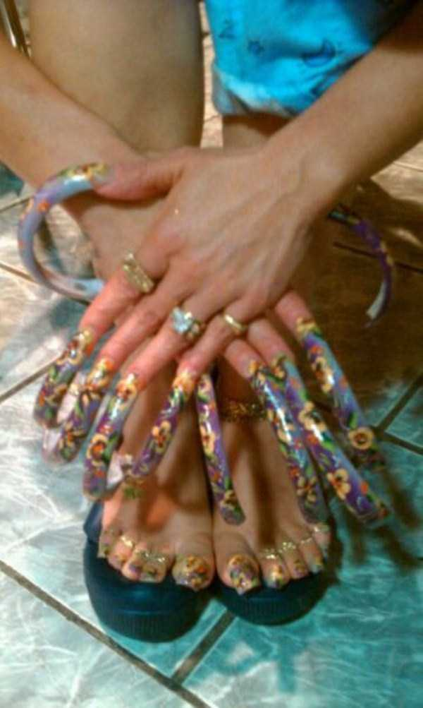 extremely-long-nails (6)