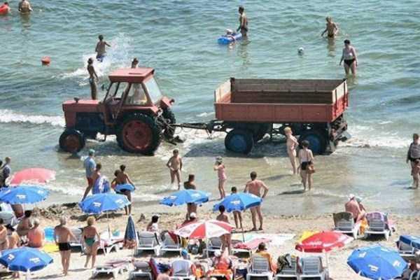 funny-beach-pics (51)
