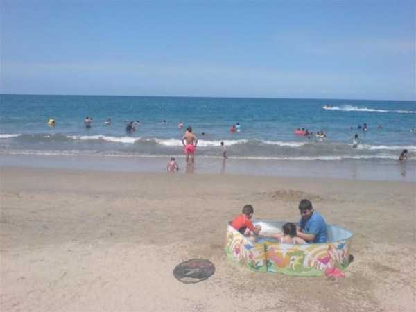 funny-beach-pics (59)