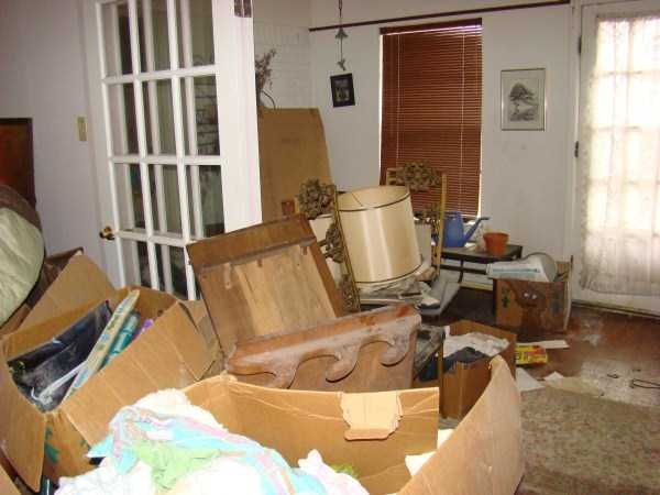 house-in-total-mess (13)