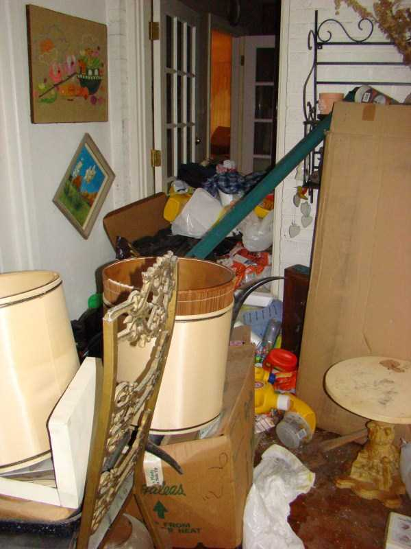 house-in-total-mess (14)