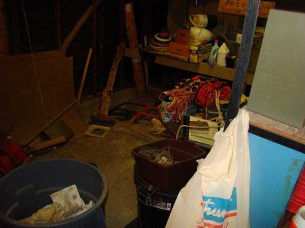 house-in-total-mess (17)