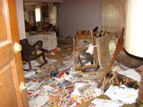 house-in-total-mess (2)