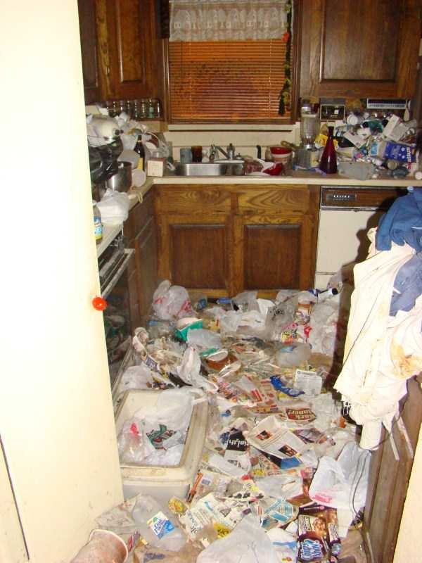 house-in-total-mess (21)