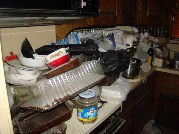 house-in-total-mess (22)