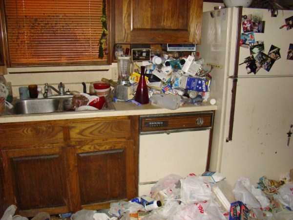 house-in-total-mess (23)